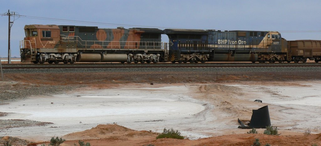 BHP locos 5642 and 6077 at Port Hedland
